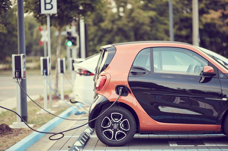 Koliko znaša povprečen čas polnjenja električnega avtomobila?